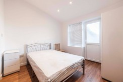 Room with en-suite in Hendon with back garden