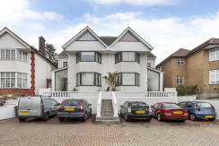 Two bedroom luxury apartment to rent in Finchley N3