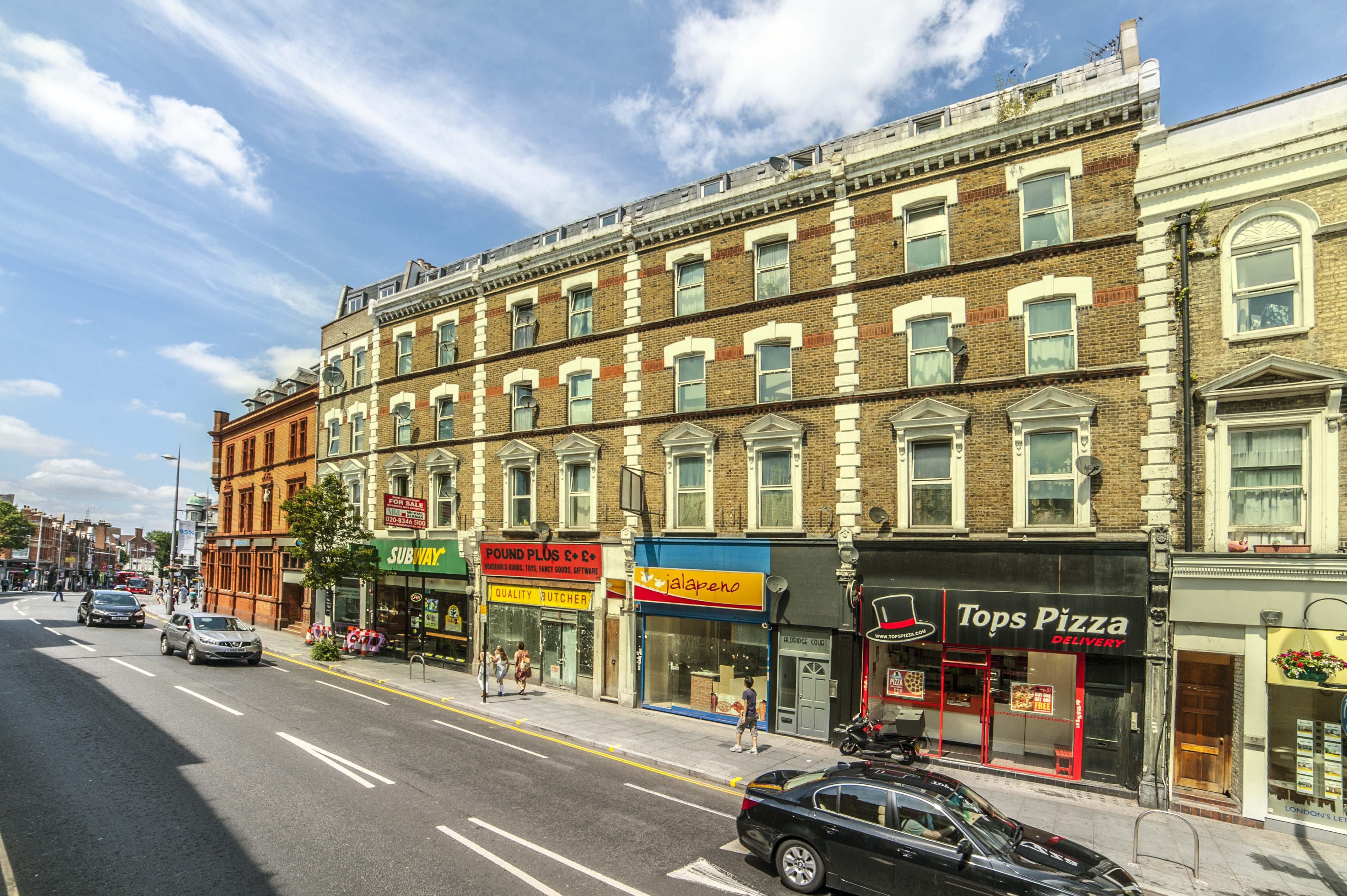 Lev Properties are proud to present this One-bedroom flat in the heart of Acton