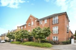 We are extremely delighted to present this stunning, spacious and well-located 2 double bedroom Flat for rent in Mill Hill, NW7