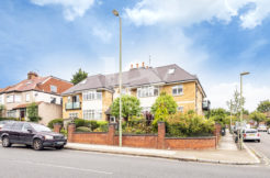 Lev Properties are delighted to present a beautiful 2 bedroom 2 bathroom flat to rent in Hendon, NW4
