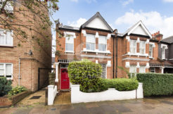 Lev Properties are delighted to present these ground floor 2 bedroom flat to rent in Chiswick.
