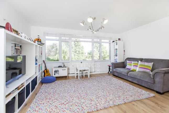 2 Bed For Sale, London N2