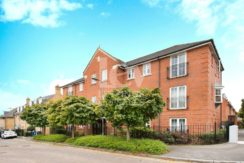 Two bed Flat for sale in Mill Hill NW7