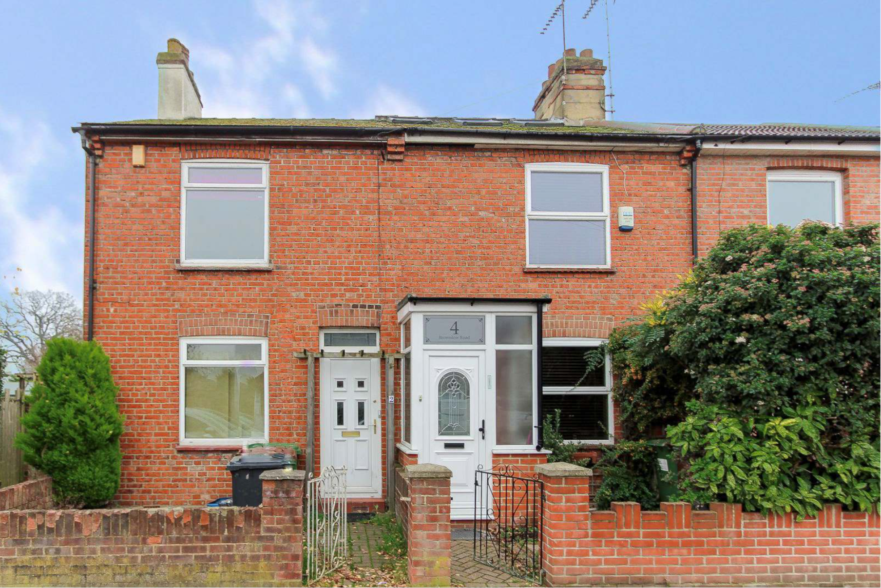 Two Bedroom two bathroom end of terrace house for rent on Brownlow Road, WD6